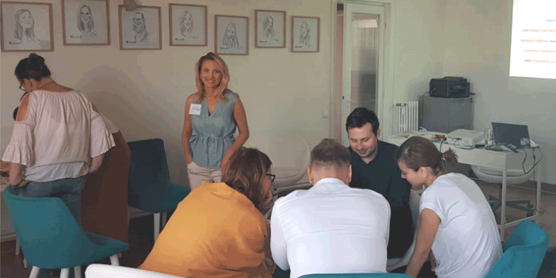 The feedback of our participants over the past 5 years has revealed that what makes us different is a combination of savvy customization and engaging learning experience, and the L&D Industry Survey of 2019 has honoured us with a place on the podium: we are now in the top 3 training companies in Romania, based on the feedback of 576 respondents from HR and L&D.